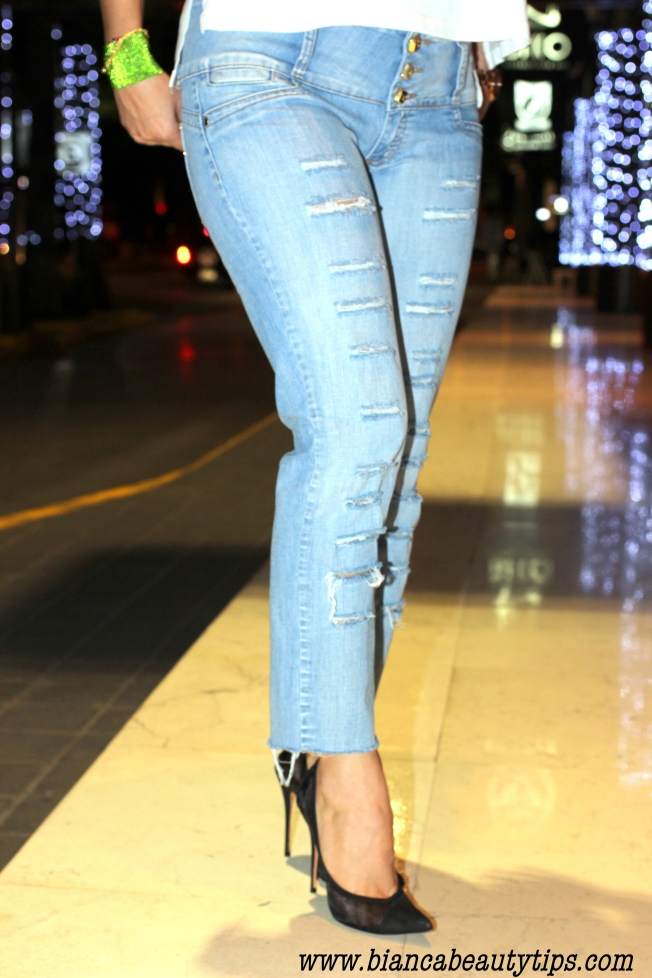 Distressed jeans3t